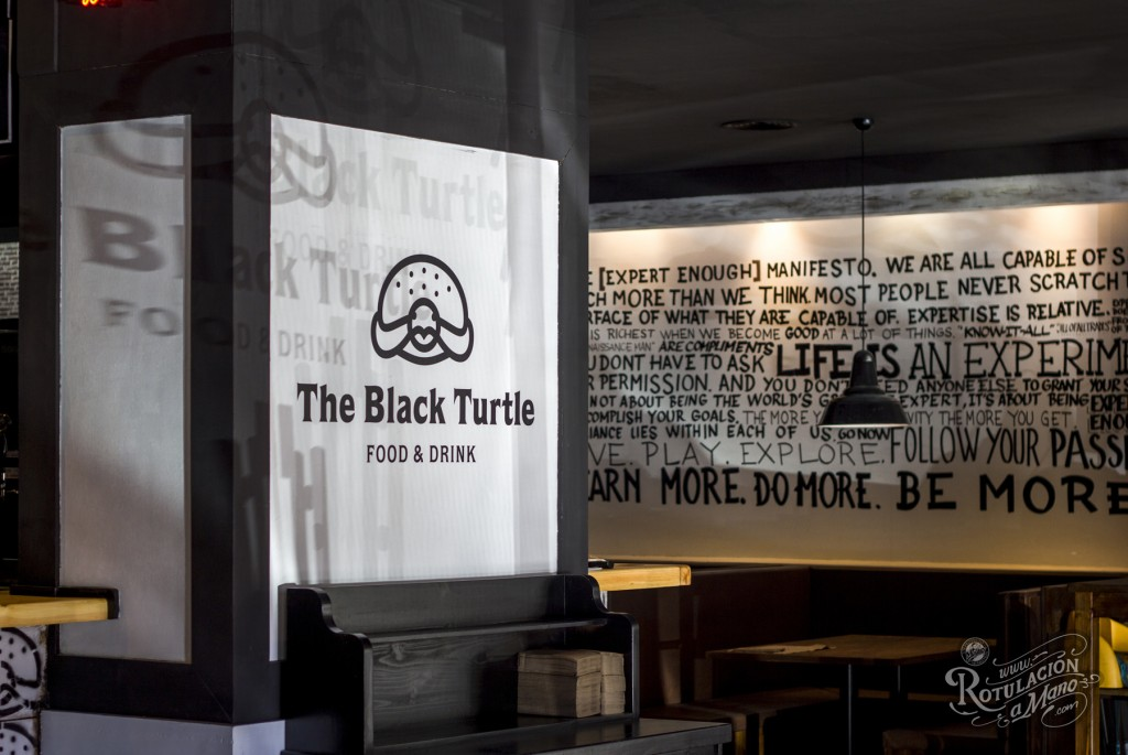 The black turtle bar Valencia rotulaciones (7)