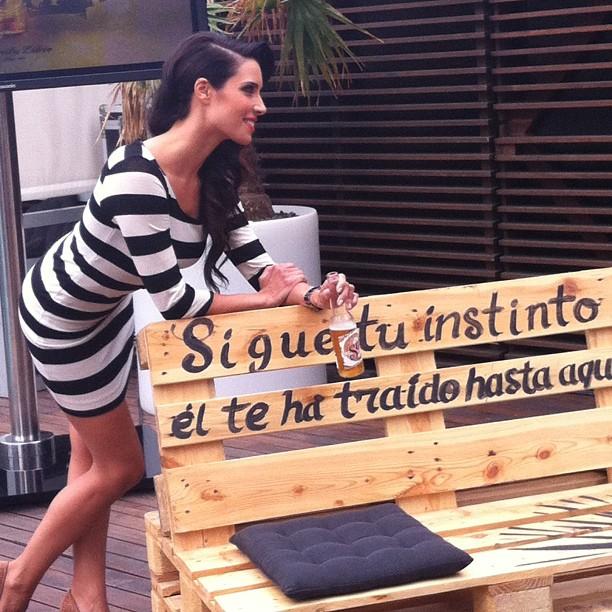 Pilar Rubio Sexy posando junto a una rotulacion de rotulacionamano.com