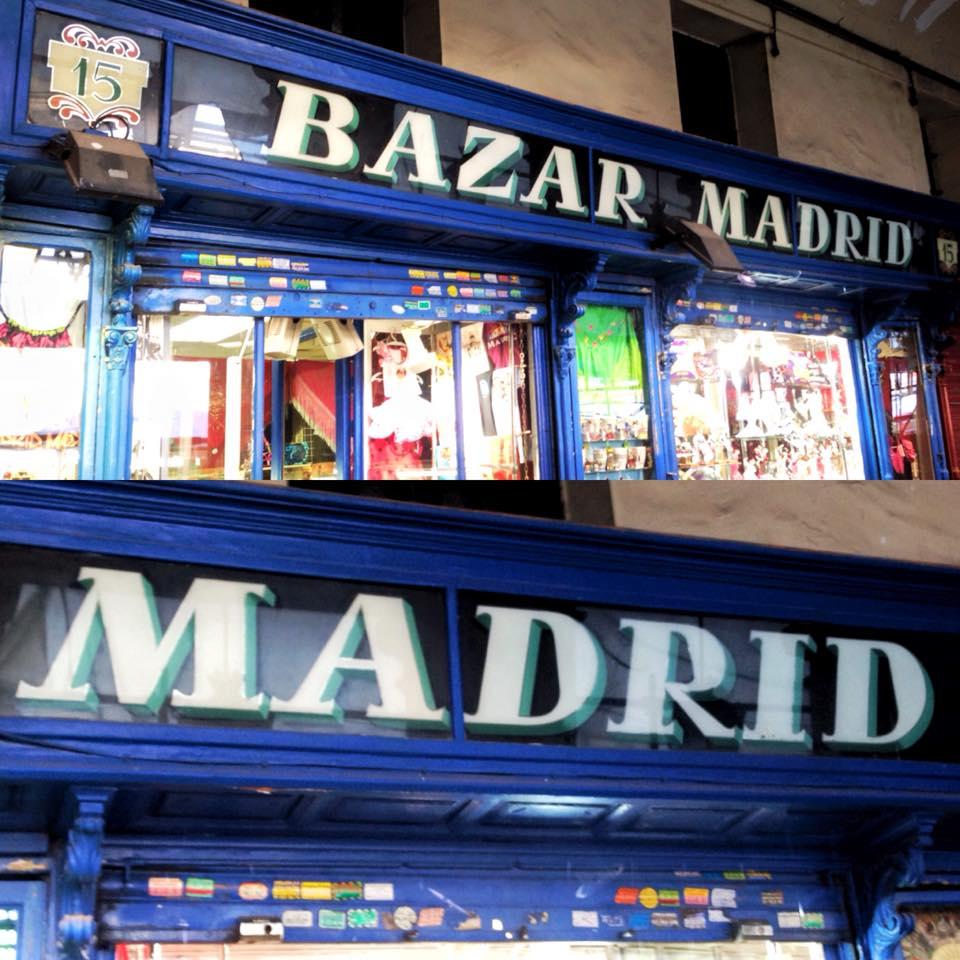 Bazar Madrid, esmaltes en inversa con borde plateado, autor desconocido. Según los encargados, data de la reforma que hicieron en 1957. — en Bazar Madrid 15.