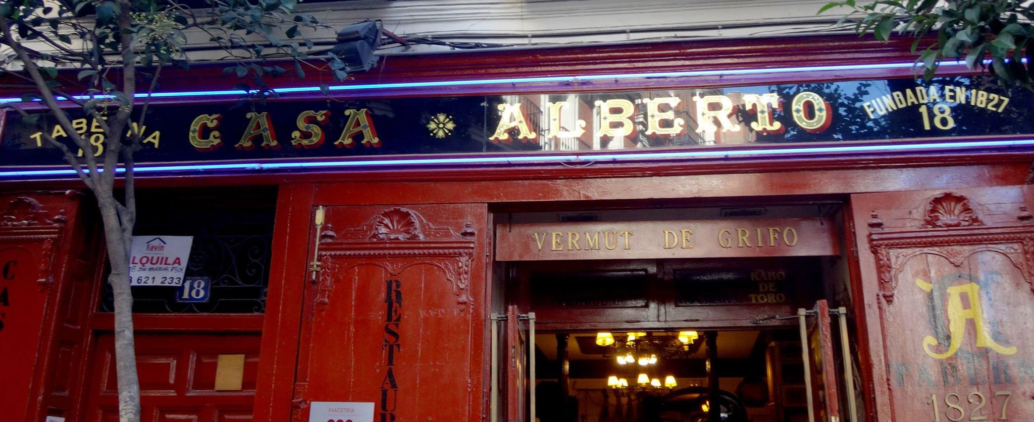 Casa Alberto, Pan de oro y esmaltes sinteticos en reversa sobre cristal. Autor desconocido #madrid — en Casa Alberto.