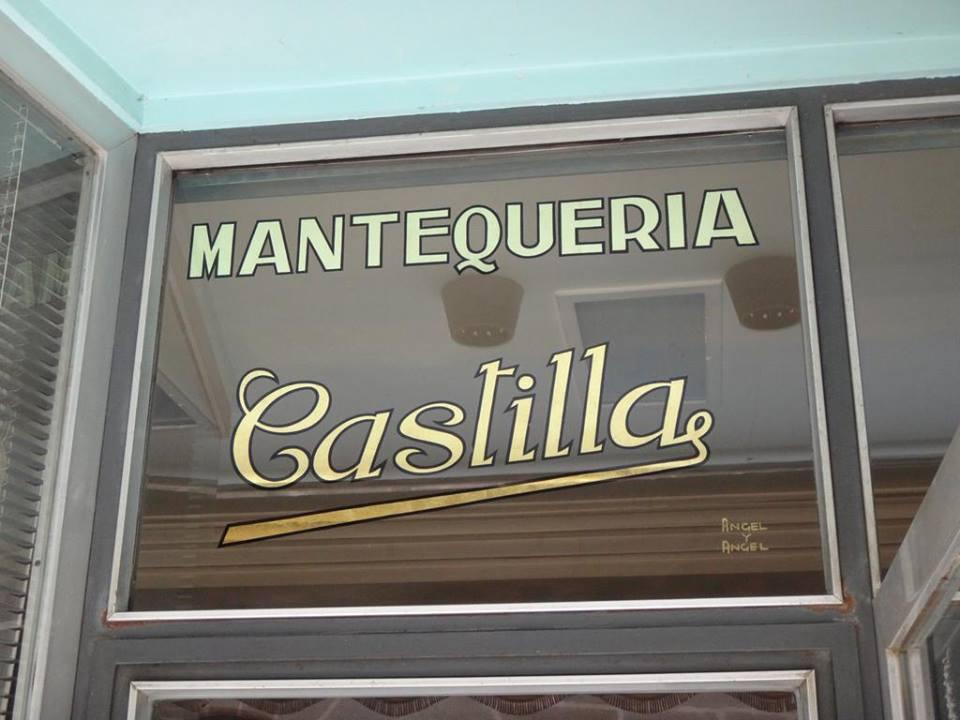 """Mantequería Castilla, Pan de oro sobre cristal por """"Angel y Angel"""" rotulistas en #Avila — en Ávila, Castilla y León, Spain."""