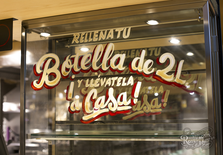 """Nuevo espacio """"Perro Bar"""" de Cervezas La Virgen en Gourmet experience Callao. Rotulaciones sobre madera, chapa, cristal, metacrilato pintado en inversa etc. — en Gourmet Experience El Corte Inglés."""