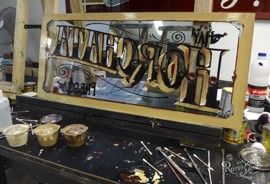 proceso rotulo pan de oro artesania tradicional cristal horchata (4)