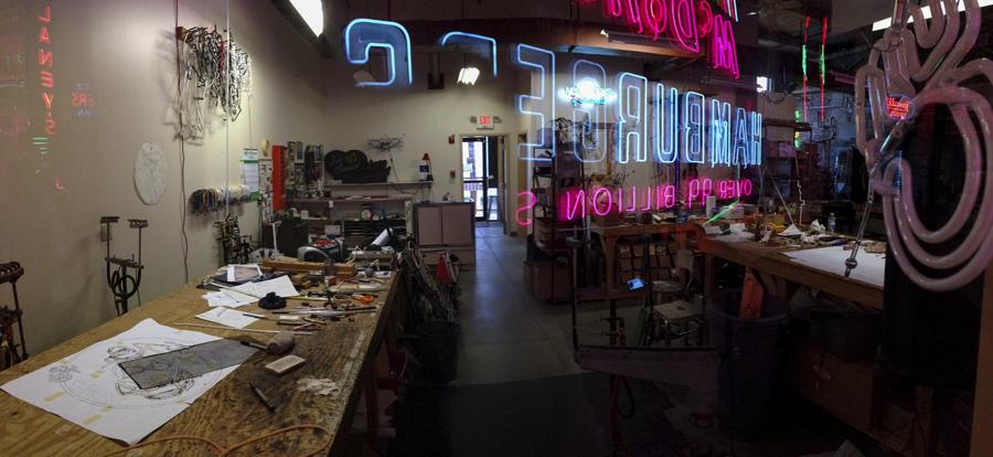 El taller de restauración de Neones