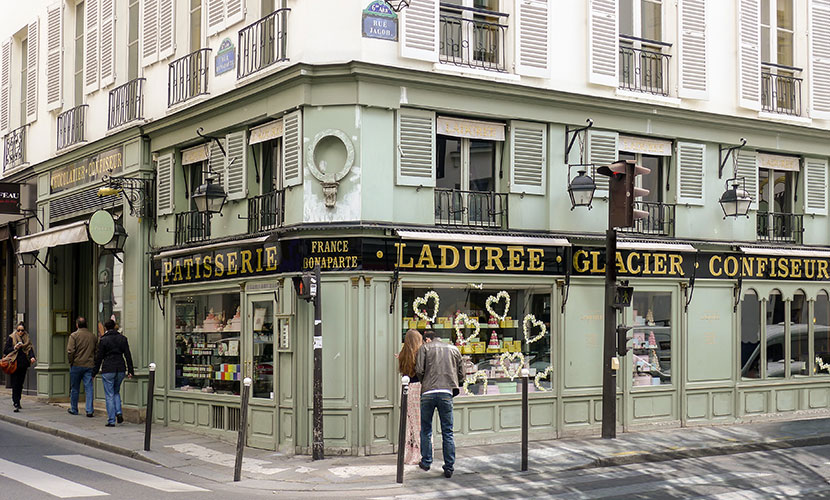 org_1abb-famous-laduree-on-corner_full